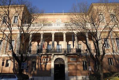il palazzo sede della Prefettura e della Provincia di Modena.
