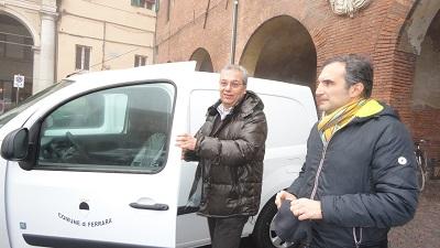 assessore Modonesi in piazza Savonarola