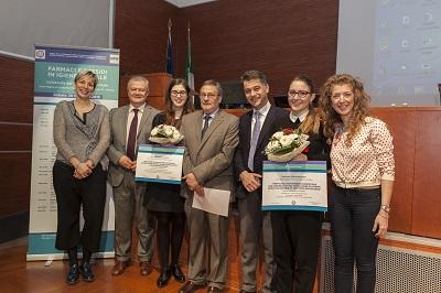 Un momento della consegna del premio a Giulia Mazzotti seconda da destra nella foto