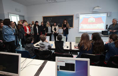 La consegna della nuova aula di informatica all'Anna Frank
