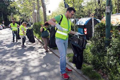 Modena, i volontari di Io partecipo per la pulizia del Parco delle Rimembranze