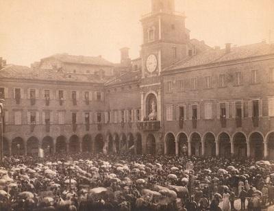Piazza Grande- visita re Umberto I 1887 foto F.lli Bozzetti primavera ai musei 9 aprile