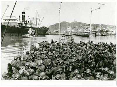 Sbarco di soldati italiani nel porto di Durazzo- 1939