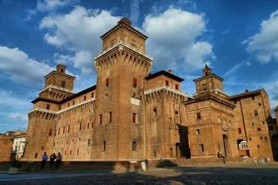 castello_estense_ferrara_scale