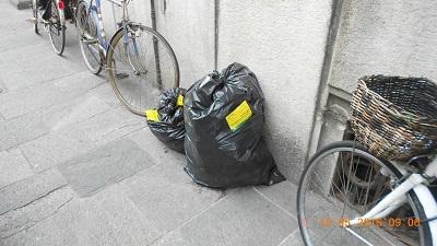 Parma rifiuti in via Repubblica