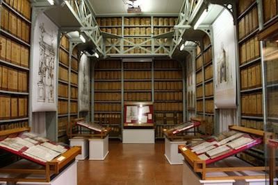 archivio storico comune di modena sala con mostra