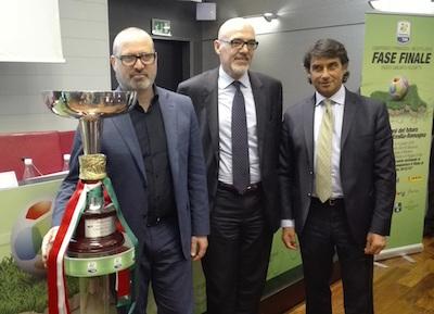 il presidente Bonaccini, Marco Brunelli e Giovanni Carnevali durante la presentazione di oggi a Bologna