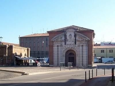 Porta Paola Ferrara