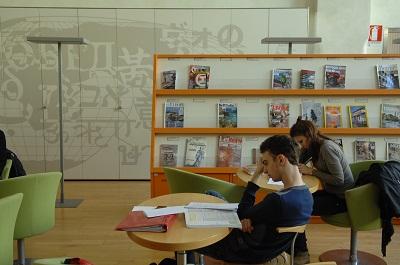 biblioteca sala riviste