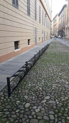 le-rastrelliere-per-bici-posizionate-in-via-goldoni