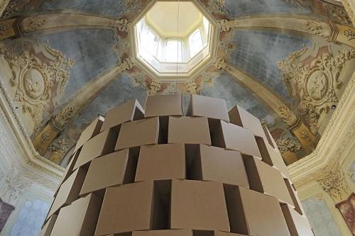 palazzina-dei-giardini-149-prepared-dc-motors-cotton-balls-cardboard-boxes-60x60x60cm-foto-paolo-terzi