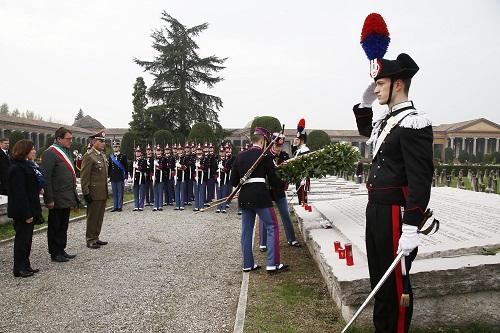 da-sinistra-il-prefetto-patrizia-paba-il-sindaco-gian-carlo-muzzarelli-e-il-comandante-dellaccademia-militare-salvatore-camporeale-durante-la-commemorazione