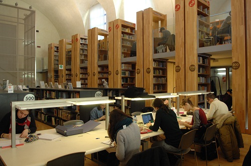 biblioteca-delfini-su-e-giu