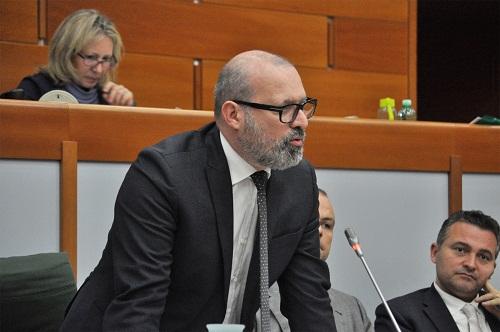 foto-presidente-bonaccini-in-aula
