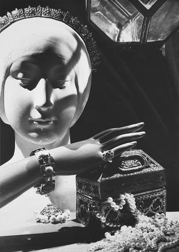 2_Man Ray -1890-1976- senza titolo- 1936- gelatina bromuro dargento- Galleria civica di Modena- fondo Franco Fontana