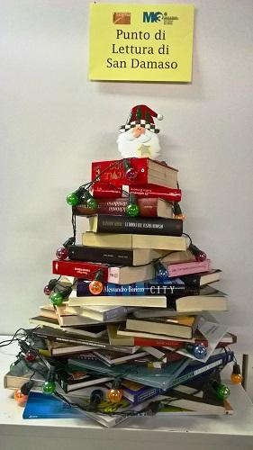 punto di lettura san damaso albero di natale di libri