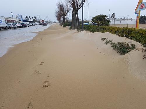 sabbia sul lungomare 01