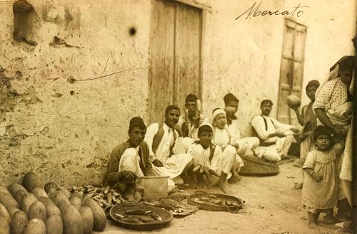 Tripoli- venditori di pannocchie- 1912 ca.- Museo Civico Archeologico Etnologico di Modena