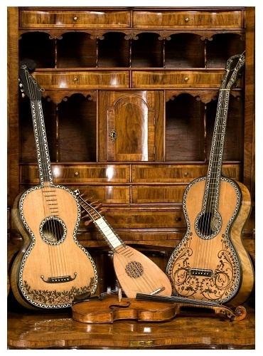 Chitarre dell800 di G. Battista e Gennaro Fabricatore- violino scuola italiana e mandolino bolognese XVIII sec Coll. Frignani