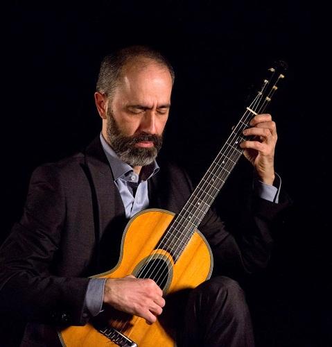 Giuseppe Carrer alla chitarra