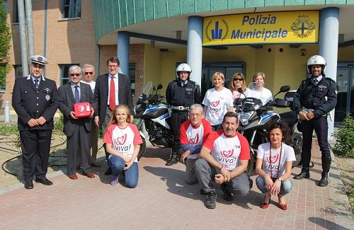 I volontari di Viva con il sindaco- il comandante e gli agenti della Municipale