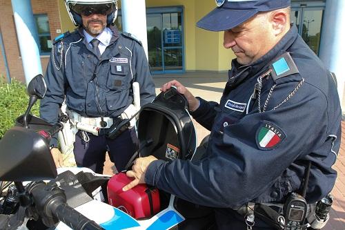 Il defibrillatore nel bagagliaio della moto