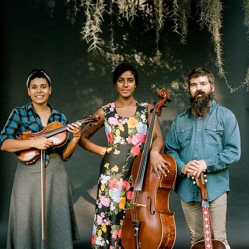 Leyla McCalla trio (di Sarrah Danziger)