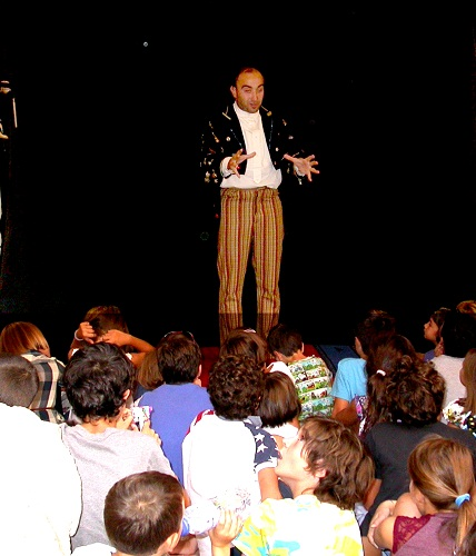 Marco Bertarini durante uno spettacolo al Laboratorio Dida