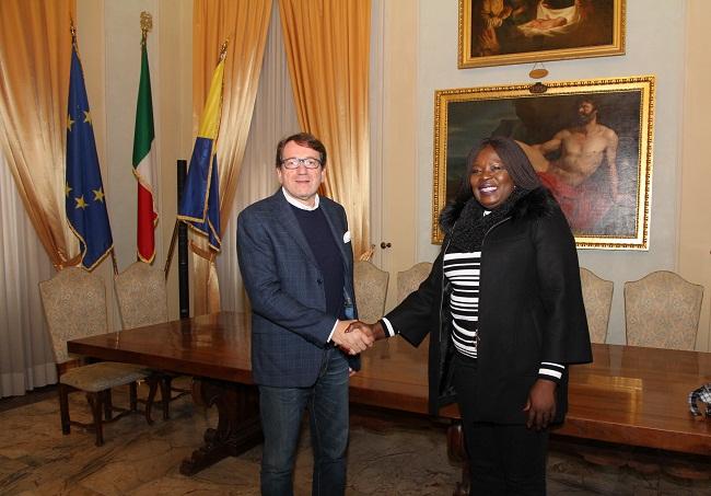 sindaco muzzarelli e ambasciatrice ghana