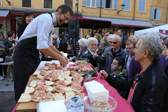 daniele reponi re dei panini in piazza XX settembre per Gusti-a-Mo