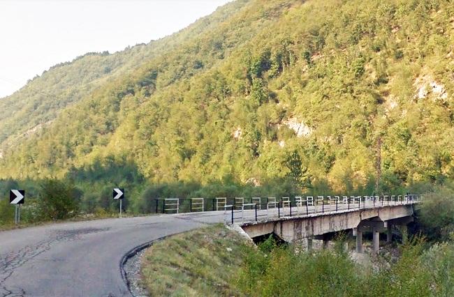 Il ponte sul Rio Sologno prima della limitazione al traffico (da Google Maps)