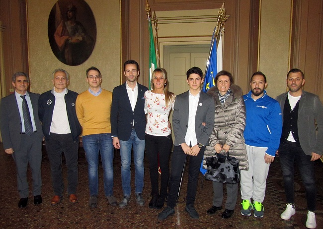 Matteo Nannini con genitori staff e Assessore