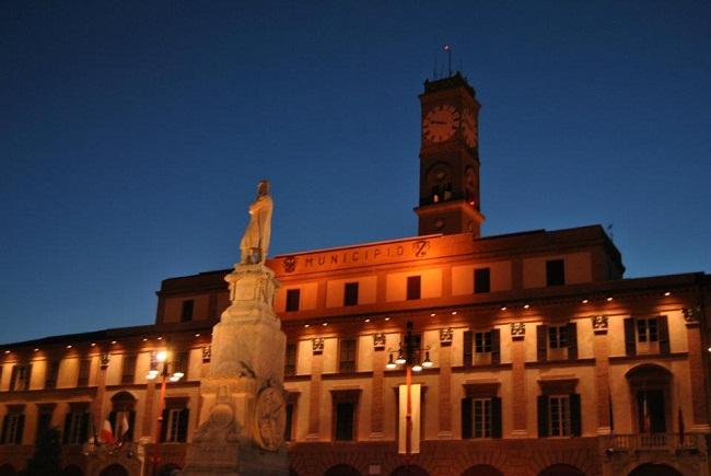 Piazza Della Misura Forli.Al Via I Lavori Di Messa In Sicurezza Della Torre Civica Di Forli