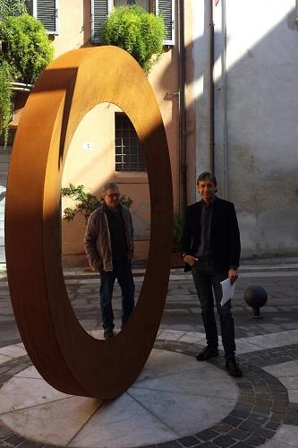 l'Anello della riminese piazzetta Zavagli opera di Mauro Staccioli al momento dell'inaugurazione col sindaco gnassi e l'assessore pulini 1