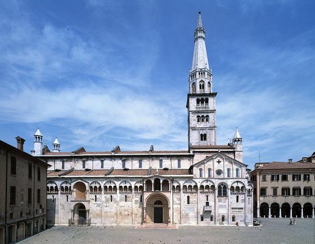 Veduta del sito Unesco -Piazza- Duomo- torre