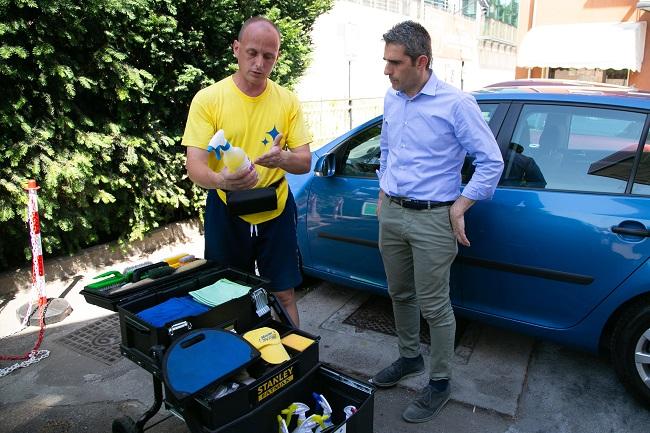 Il sindaco Pizzarotti presso una innovativa stazione di autolavaggio